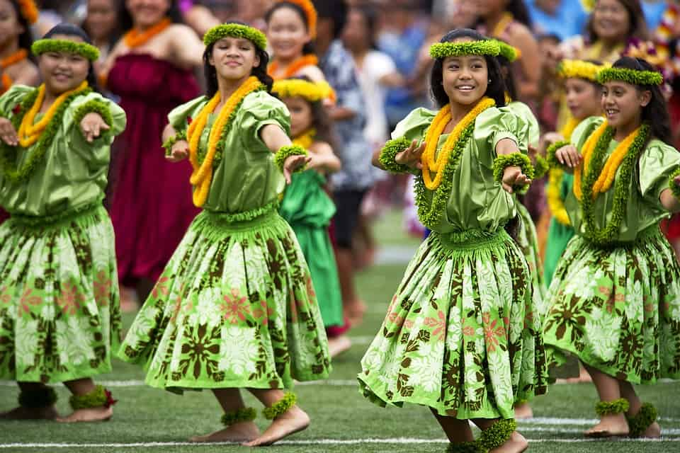 Hawaiian dance girls